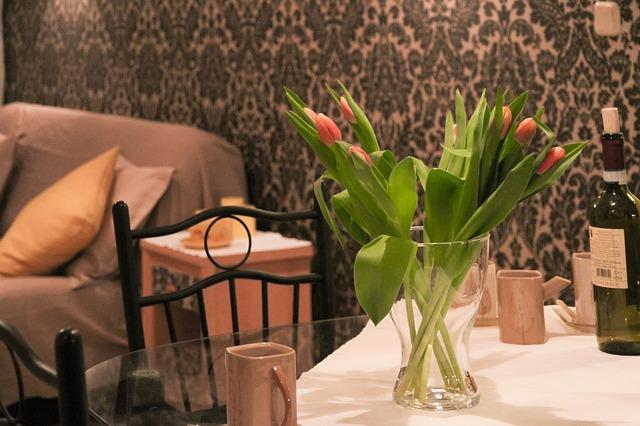 tulipány v domě