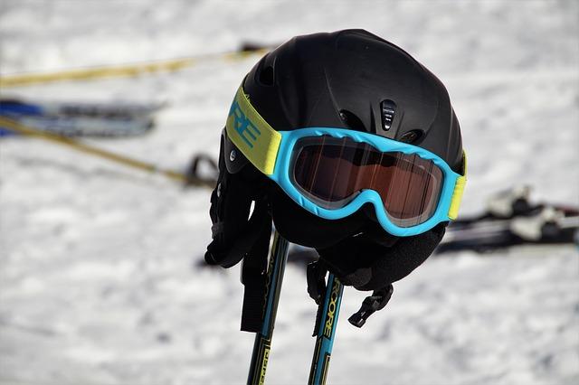 lyžařská přilba