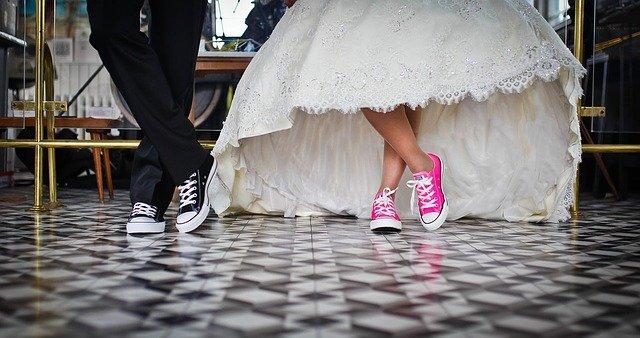 krátké svatební šat