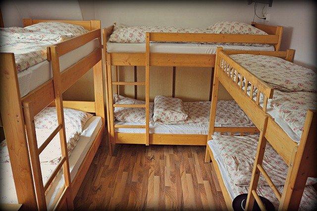 patrové postele v pokoji