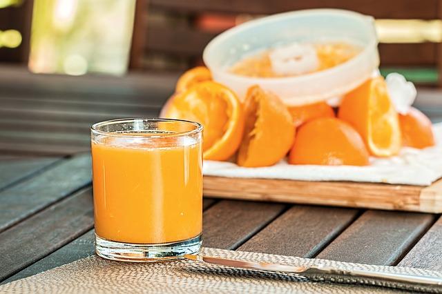 čerstvý pomerančový džus