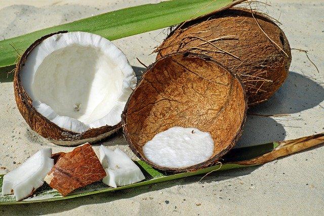 rozlousknutý kokosový ořech